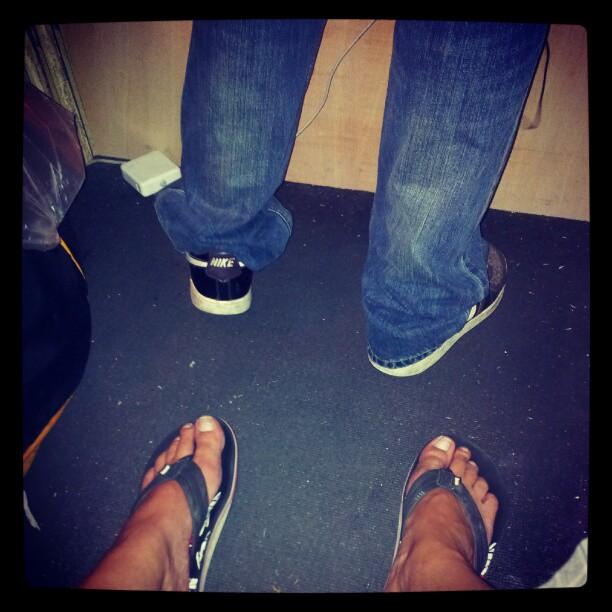 DJ feet in a di DJ-booth.