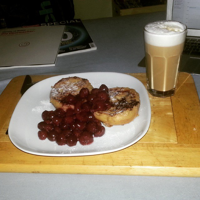 Cherries, sweet bread and coffee - brought to my bed. I'll surely miss my flat mate Theresa!